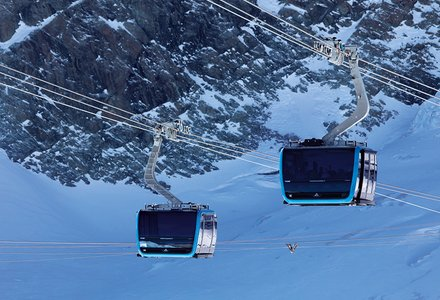 Tricable and bicable gondola lifts