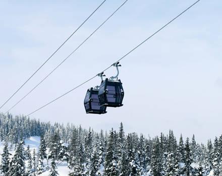 Reversible gondola ropeways