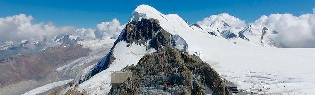 The world's highest 3S gondola lift on the Klein Matterhorn